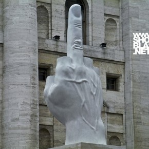 Когда средний палец стал неприличным жестом