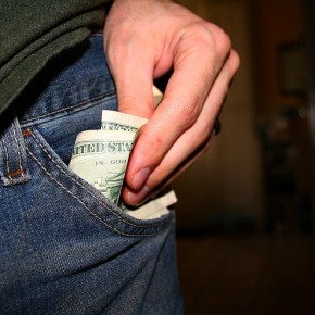 Как научиться тратить деньги правильно