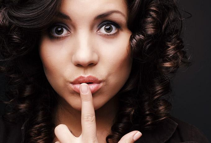 6 ситуаций, когда женщина «включает дуру», чтобы проявить женскую мудрость