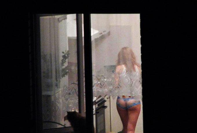 Жена соседа