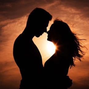 Как женщина передает энергию мужчине?  И как мужчина передает энергию женщине?