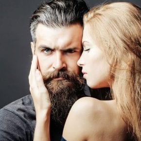 Как мужчина манипулирует женщиной так, что она и не подозревает