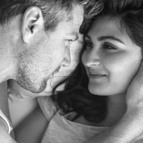 Если мужчина тебя любит, он сделает ВСЕ, чтобы ты была рядом. И точка.