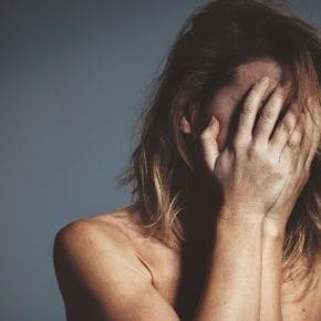 8 признаков того, что вы были подвержены эмоциональному насилию в детстве