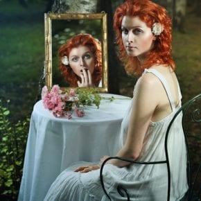 Что категорически нельзя делать напротив зеркал