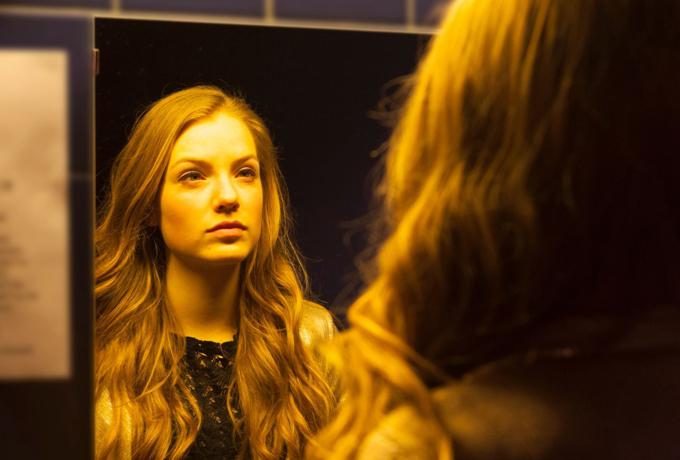 Как женщине повысить самооценку, если она продолжает себя самоуничтожать