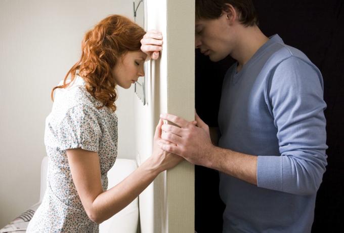 Делая эти 6 вещей, вы оттолкнете своего партнера