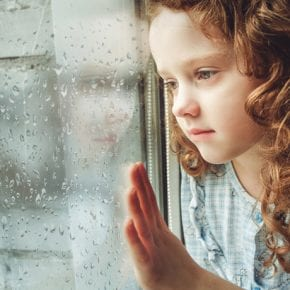 У вас много недостатков в характере? Всему виной может быть отсутствие эмоциональной заботы в детстве
