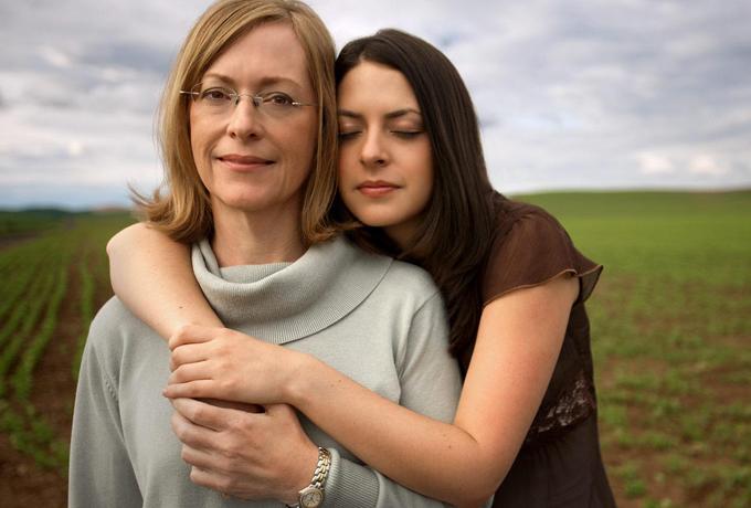 7 случаев, когда вам так нужна мамина поддержка (и не важно, сколько вам лет)