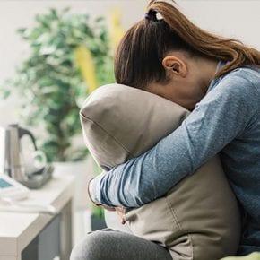 7 типов поведения взрослых, которые прошли через травму в юности