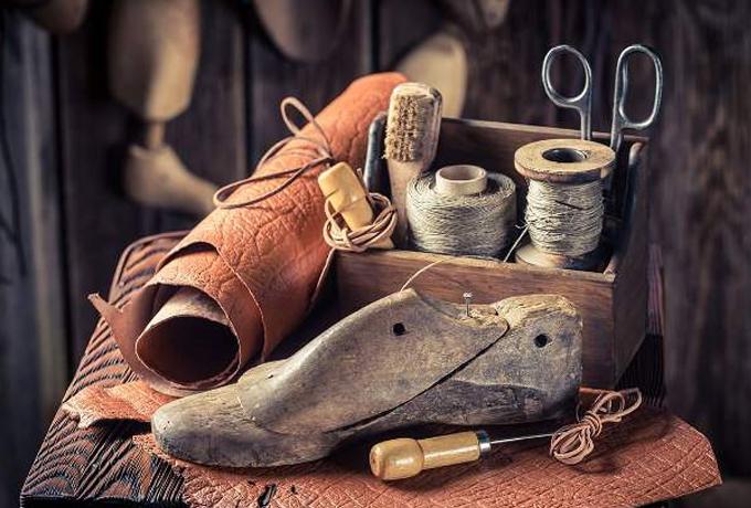 Почему категорически запрещено носить вещи и обувь умершего родственника?