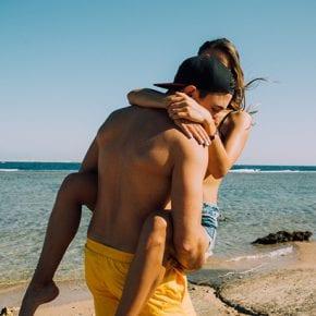 10 причин, почему лучшие отношения у вас будут с девушкой, которая любит «слишком сильно»
