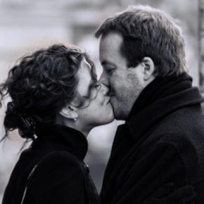 Как мужчины влюбляются в представительниц разных знаков Зодиака?