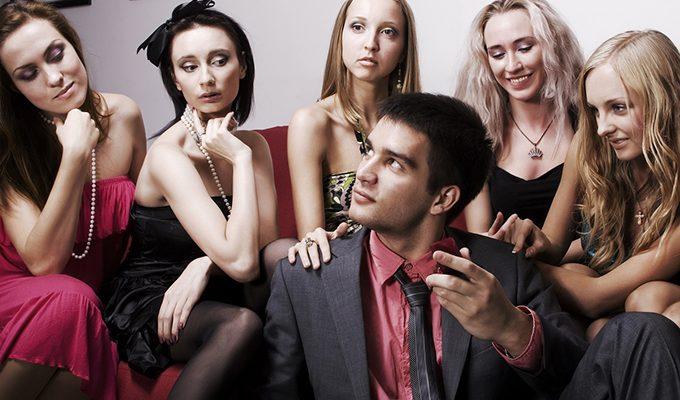 Чего хотят мужчины: Скорпион ценит честных женщин, Овен – способных ему противостоять