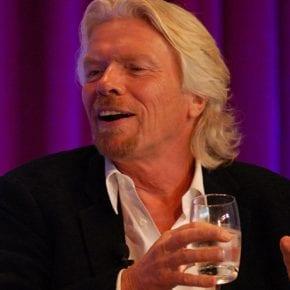 Как Ричард Брэнсон превратил негативную эмоцию в миллиардную бизнес-империю