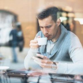 10 сообщений, которые парни ненавидят получать от своих девушек