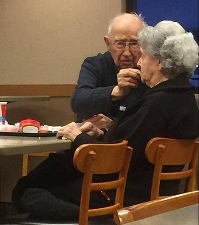 10 уроков любви от 96-летнего мужчины, который до сих пор водит на свидания свою больную жену