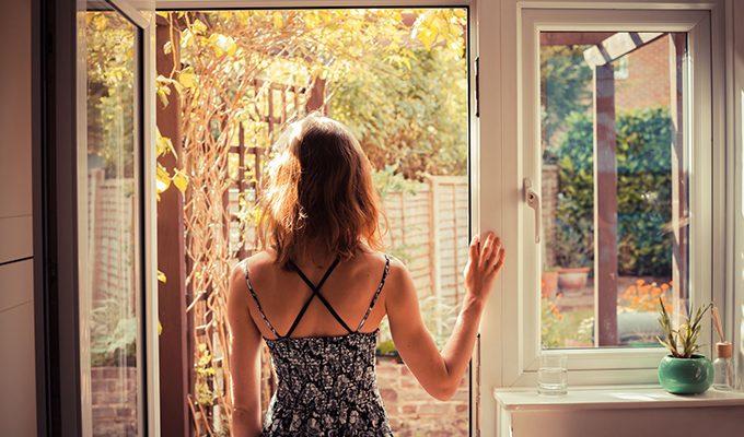 10 способов повысить уровень энергетических вибраций вашего дома