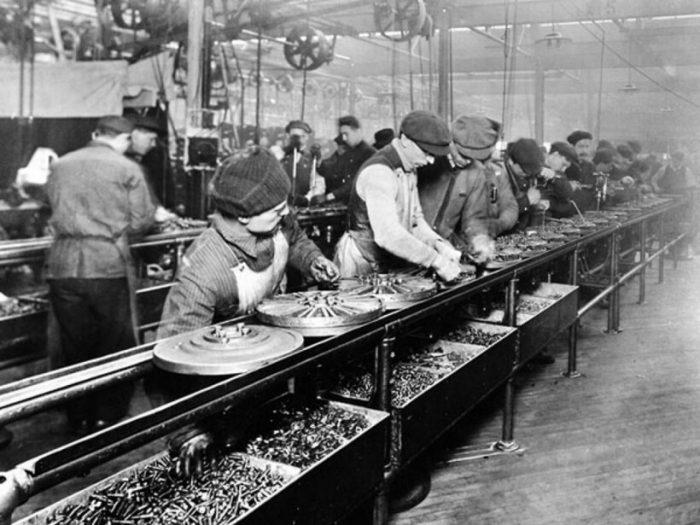 Как Генри Форд поднял зарплату рабочим, чтобы онимогли покупать его автомобили